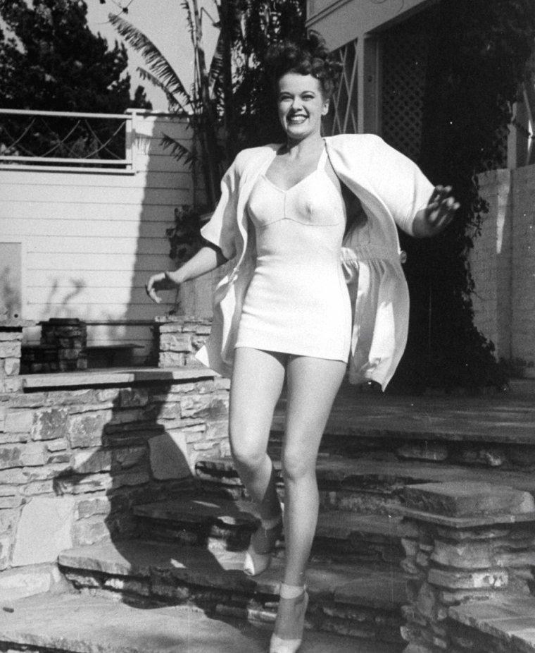 Janis PAIGE vue par Peter STACKPOLE en Avril 1945.