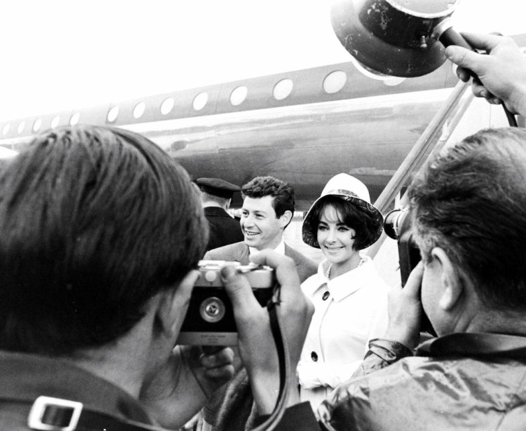 Eddie FISHER et Elizabeth TAYLOR en 1961 photographiés par James WHITMORE.