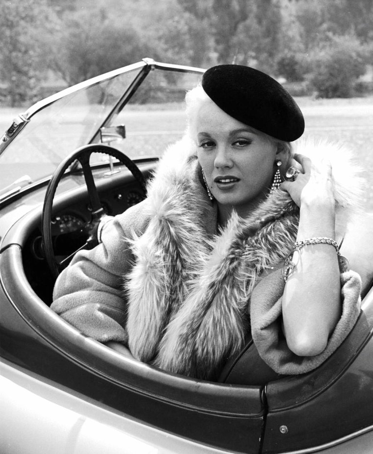 Mamie Van DOREN en 1954 par Loomis DEAN.