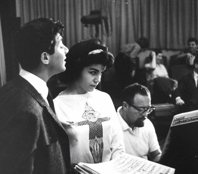 Entraînement et répétitions pour Annette FUNICELLO, Paul ANKA, Frankie AVALON, Pat BOONE et Bobby DARIN en Juin 1960 sous l'oeil de Peter STACKPOLE, New-York.