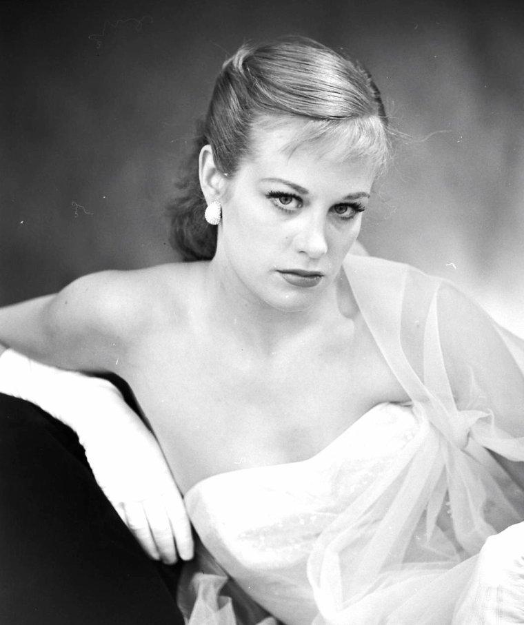 Hildegard KNEF en Mai 1952 par Gordon PARKS.