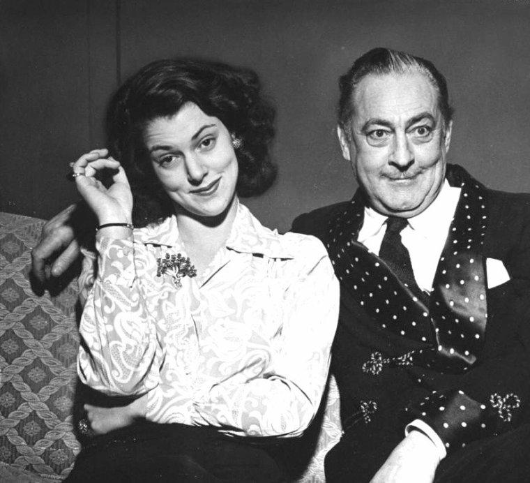 John BARRYMORE et sa fille Diana, le jour de son 60ème anniversaire, le 15 Février 1942. Photos signées Eliot ELISOFON.