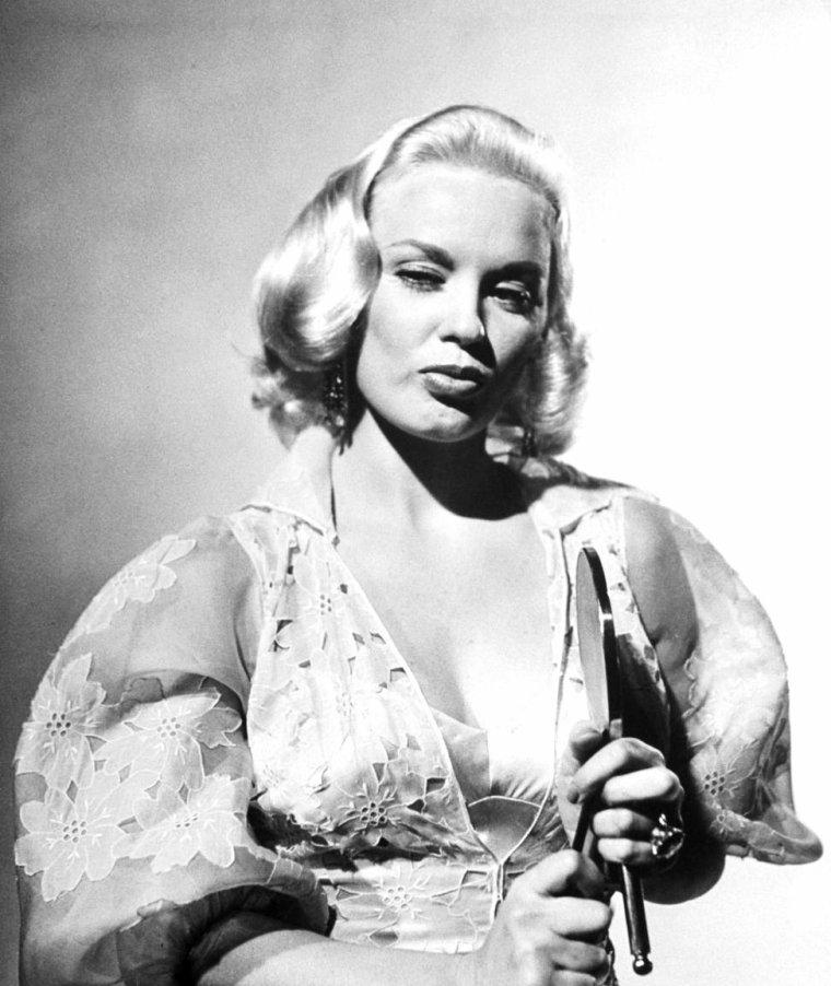 Mamie Van DOREN photographiée par Loomis DEAN en 1954, dont 1 photo avec les starlettes Myrna HANSEN, Colleen MILLER et Allison HAYES.