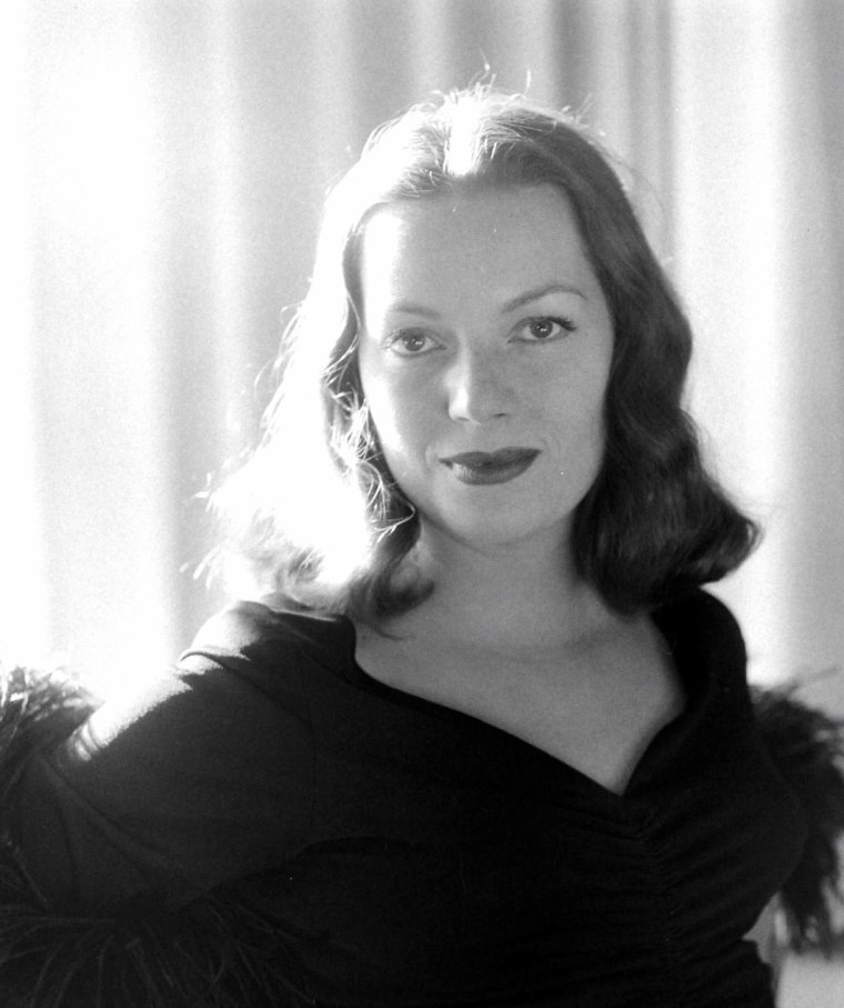Hazel BROOKS en Avril 1948 par Peter STACKPOLE.