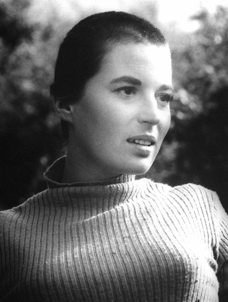 """Vera MILES, Barbara Bel GEDDES, Carla GRAVINA, Silvana MANGANO et Jeanne MOREAU lors du tournage du film """"Cinq femmes marquées"""" de Martin RITT en 1959 à Klagenfurt en Australie sous l'objectif de Gjon MILI."""