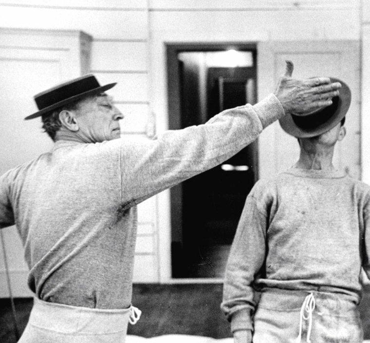 Buster KEATON et Donald O'CONNOR en 1956 sous l'oeil amusé d'Allan GRANT.