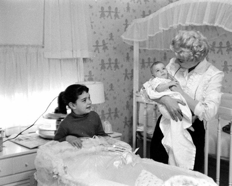 Marie MacDONALD en 1957 par Allan GRANT.