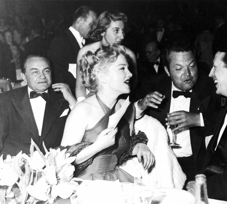 Anne BAXTER, Orson WELLES et Edward G ROBINSON lors d'un festival de Cannes en Avril 1953.