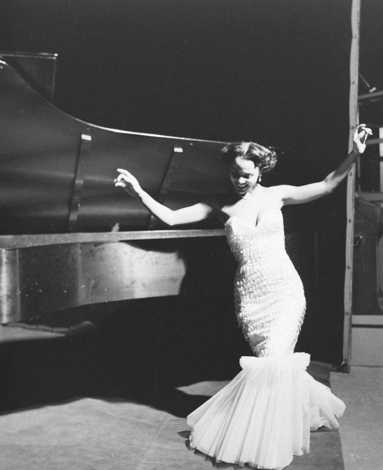 Dorothy DANDRIDGE chante en ce 1er Janvier 1951 sous l'objectif d'Ed CLARK.