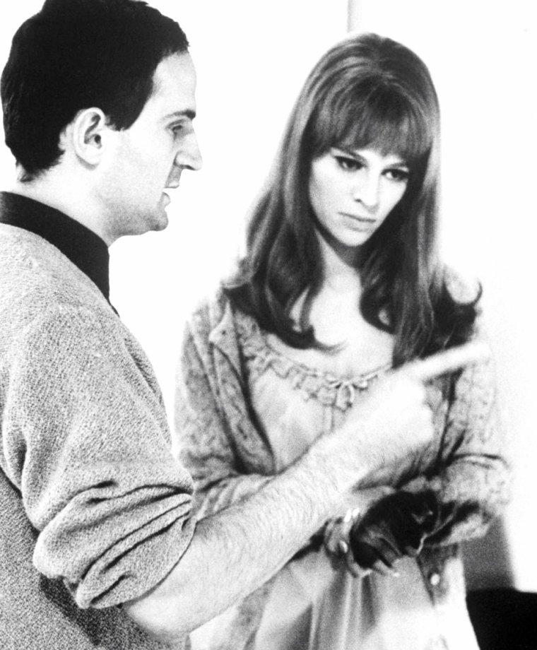 """Londres 1966, quand François TRUFFAUT dirige Julie CHRISTIE lors du tournage du film """"Fahrenheit 451"""" sous l'oeil de Paul SCHUTZER."""