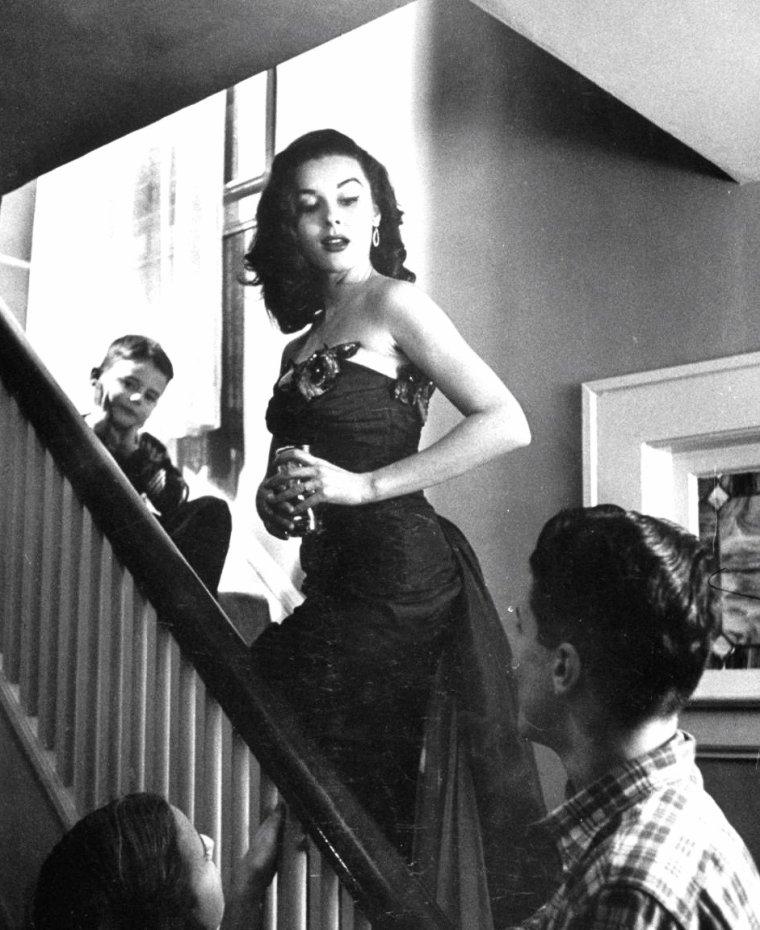 Une journée en famille (parents, frères et soeurs) avec Elaine STEWART en 1953, sous l'oeil de Peter STACKPOLE.