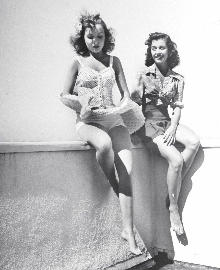 Diana LYNN et Gail RUSSELL en 1943 par Peter STACKPOLE.