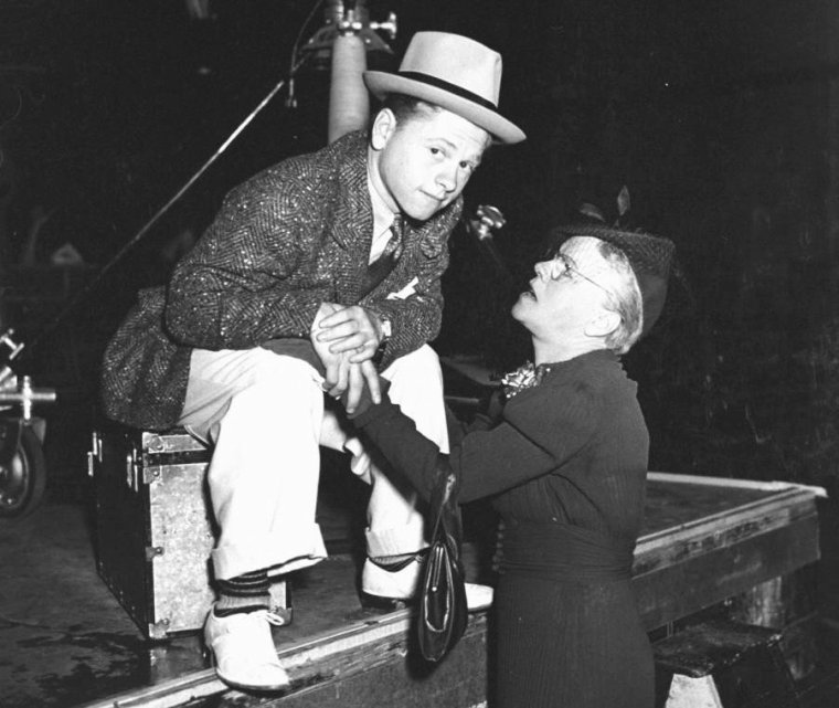 Mickey ROONEY en 1939 par Peter STACKPOLE, dont 1 photo avec Judy GARLAND.