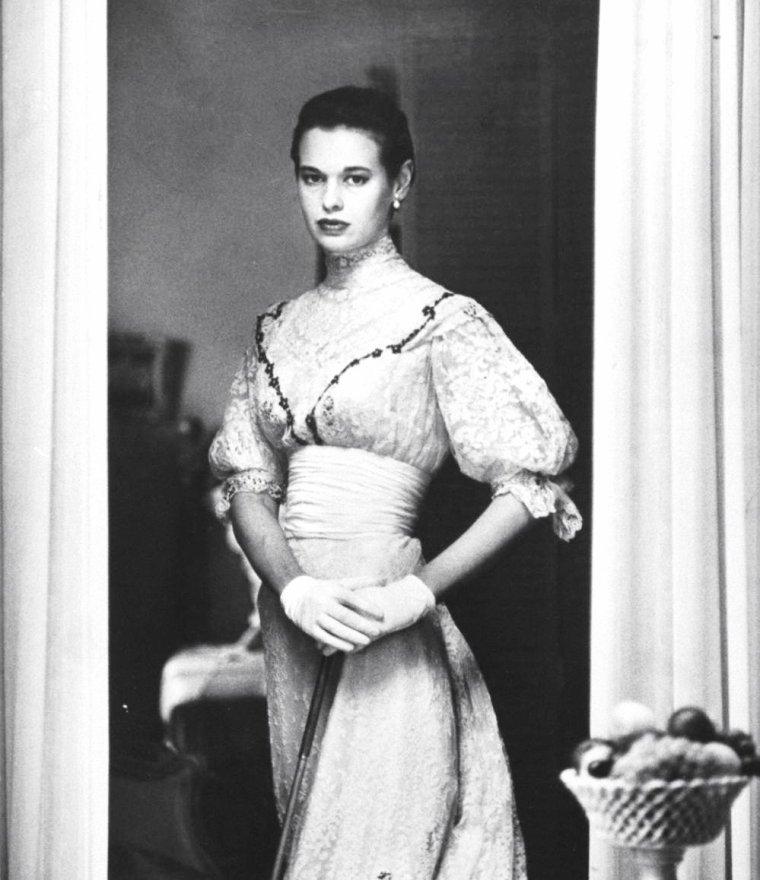 Gloria VANDERBILT STOKOWSKI par Gordon PARKS en Juillet 1954.