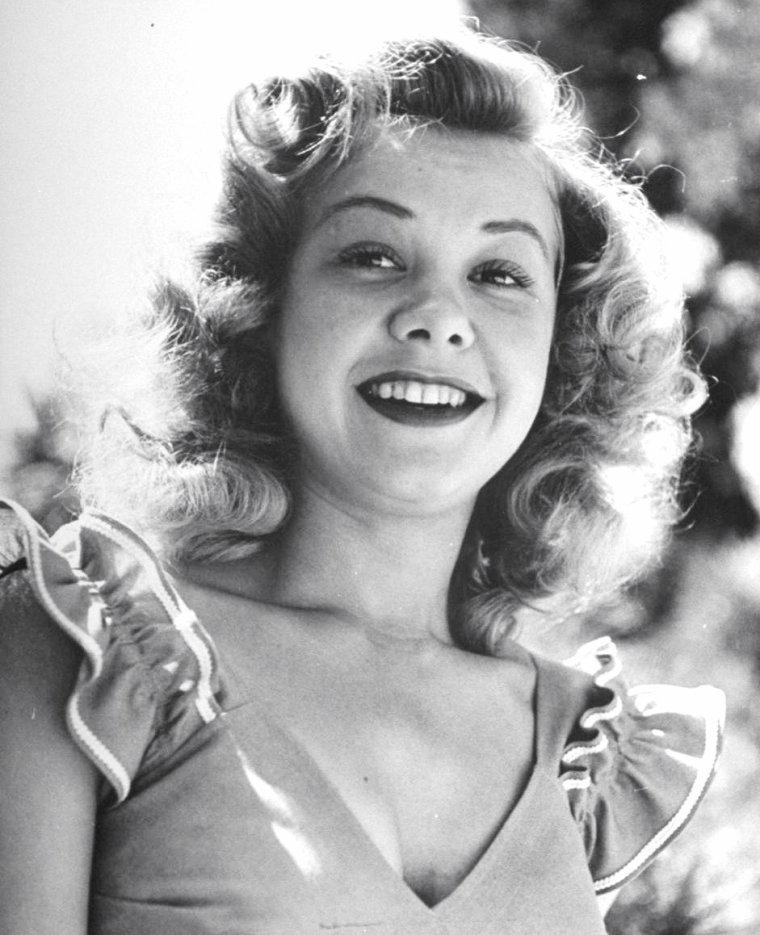 Vera ELLEN, Mai 1945 par Martha HOLMES.