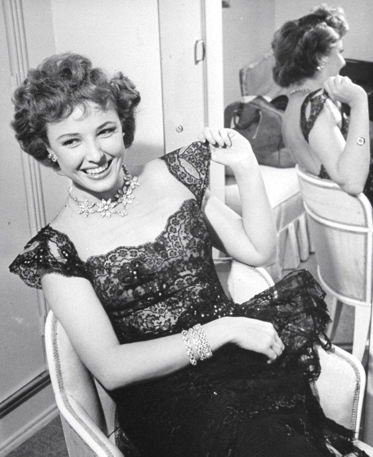 Larraine DAY à Hollywood en 1943 par Peter STACKPOLE.
