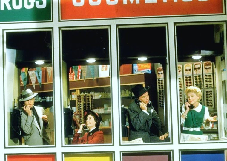 """Frank SINATRA, Vivian BLAINE, Jean SIMMONS et Marlon BRANDO lors du tournage de la comédie musicale """"Guys and dolls"""" (Blanches colombes et vilains messieurs) de Joseph L MANKIEWICZ. Photos signées Gjon MILI."""