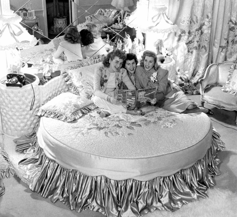 The ANDREWS sisters en Février 1948 par Allan GRANT.