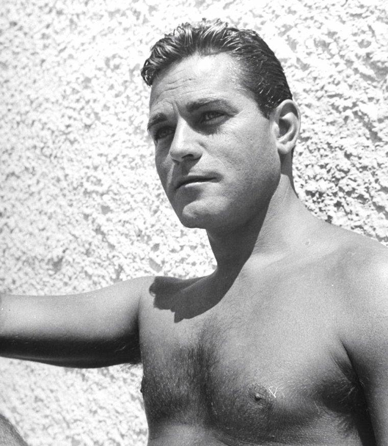 """En Août 1944, John FLOREA photographie les acteurs """"du moment"""" (part 2) ; de haut en bas ; Turhan BEY / Robert WALKER / John HODIAK / Helmut DANTINE / Lee BOWMAN / Alan CURTIS."""