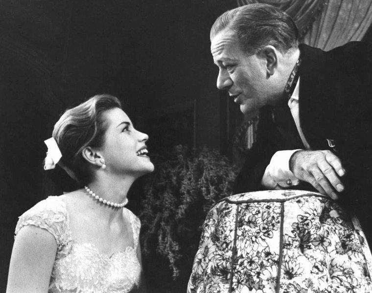 """Dolores HART dans la pièce de théâtre de Samuel TAYLOR """"The pleasure of his company"""" en 1958."""