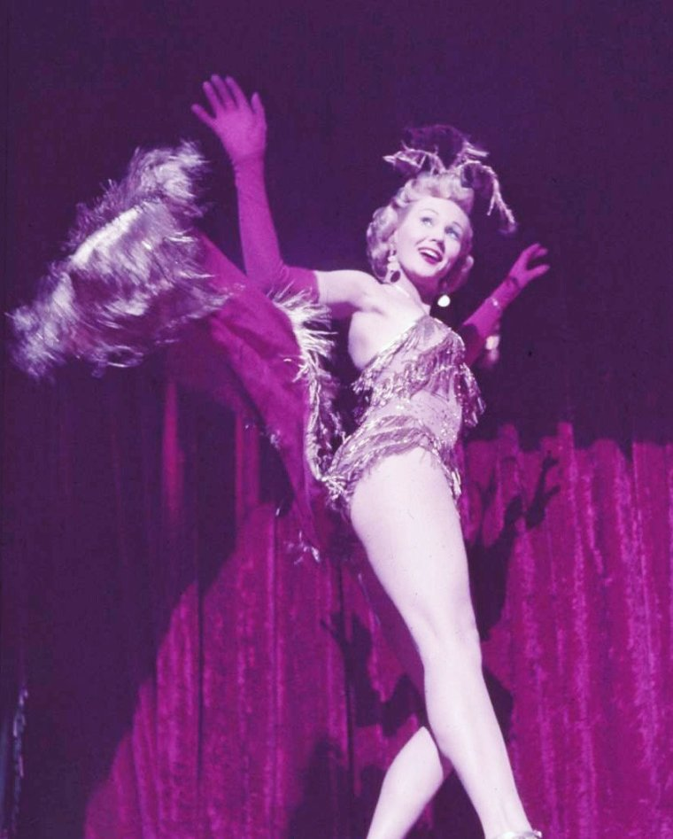 "Virginia MAYO en 1952 lors des répétitions de scènes de danse dans le film ""Working her way thru college"" (La collégienne en folie) de H Bruce HUMBERSTONE. Photos Ed CLARK."