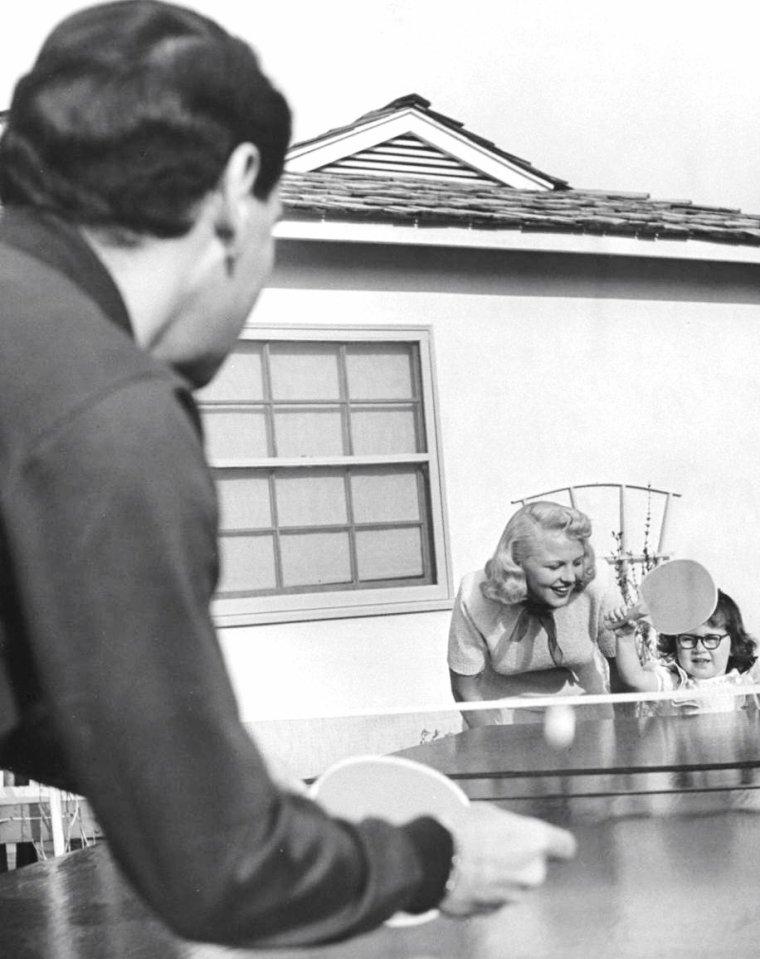 Peggy LEE en famille ou chantant, notamment avec Jimmy DURANTE (dernière photo) à Hollywood en Mars 1948 sous l'objectif d'Allan GRANT.