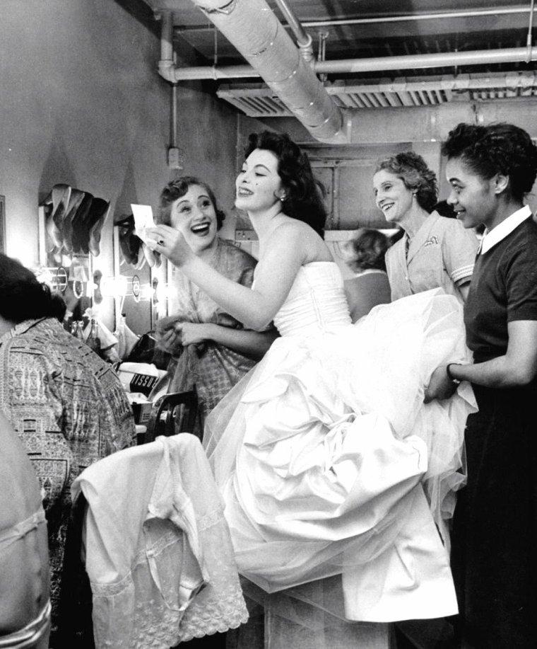 Tina L MEYER (future Tina LOUISE) en Décembre 1952 vue par Nina LEEN.