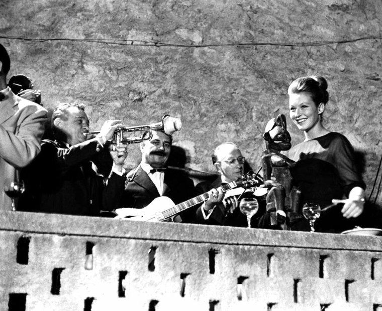 Festival de Cannes en Mai 1962 où l'on peut voir entre autres, Natalie WOOD (dont 1 photo avec Warren BEATTY), Elke SOMMER, Deborah KERR ou encore Marina VLADY. Photos signées Paul SCHUTZER.