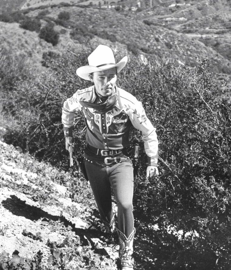 Roy ROGERS en 1943 dans la vallée de San Fernando à cheval (U.S.) ou en famille sous l'objectif de Walter SANDERS.