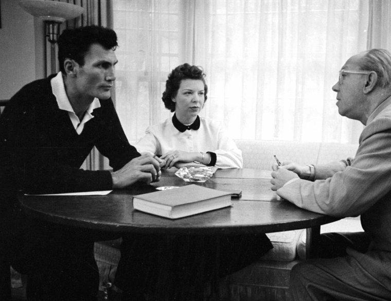 10 Octobre 1950, Jack PALANCE en famille photographié par Loomis DEAN.
