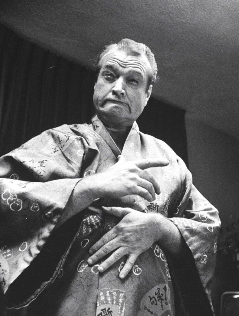 Entre Mai et Octobre 1960, Red SKELTON entame une tournée de shows à Las-Vegas, accompagné par sa femme et sa fille, sous l'objectif de Grey VILLET.