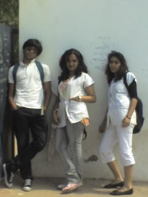 Yoos,Wafa,Sara aFter SchOOl