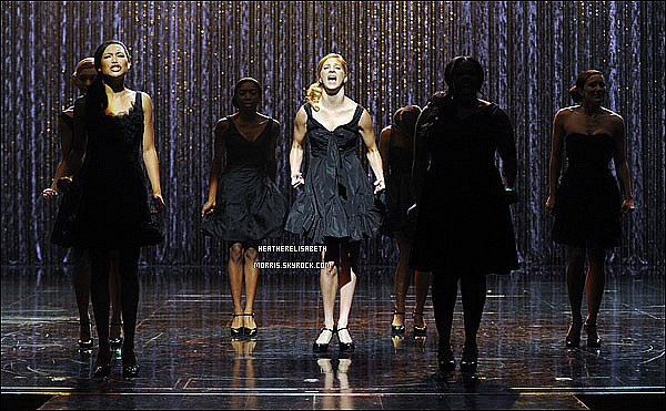 . 26/10/2011 - Heather et le cast ont tous fêtée les 300 performances musicales de la série. Voici les chansons préférés d'Heather : Never Going Back Again et One. .