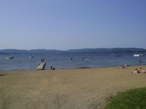 la plage et les montagnes