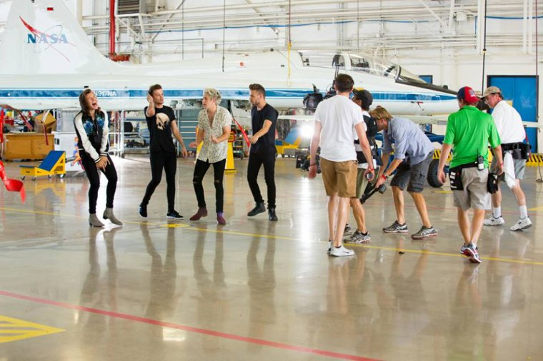 Backstage du clip Drag Me Down