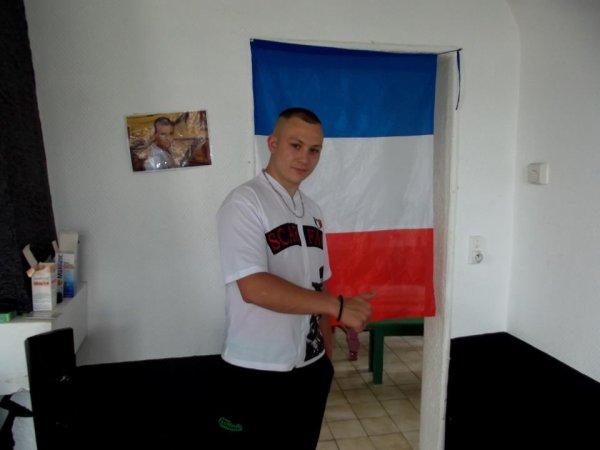 Moii , 18 pig , France ;)  :p