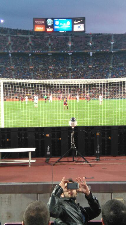 Un club, Fc Barcelone ; un stade, le camp nou ; une idole, Lionel Messi