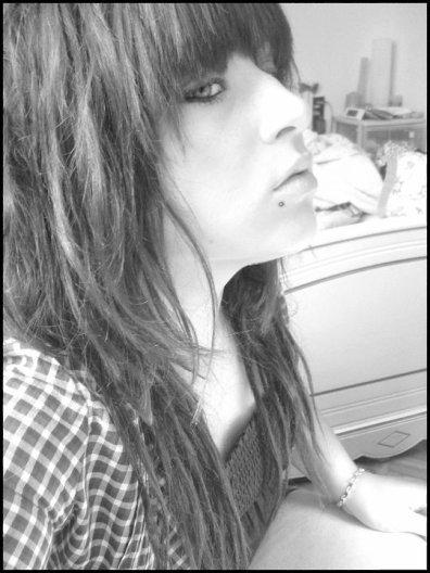 • Piquer les photos des gens ! Les jaloux veulent détruirs se qu'ils ne pourront jmais construire ..