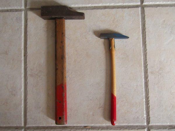 laeti dit que le marteau de droite ç'est pour toi olive!!!!mdr
