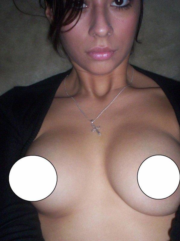 si tu ve voir mes seins va sur le chat cam to cam <3