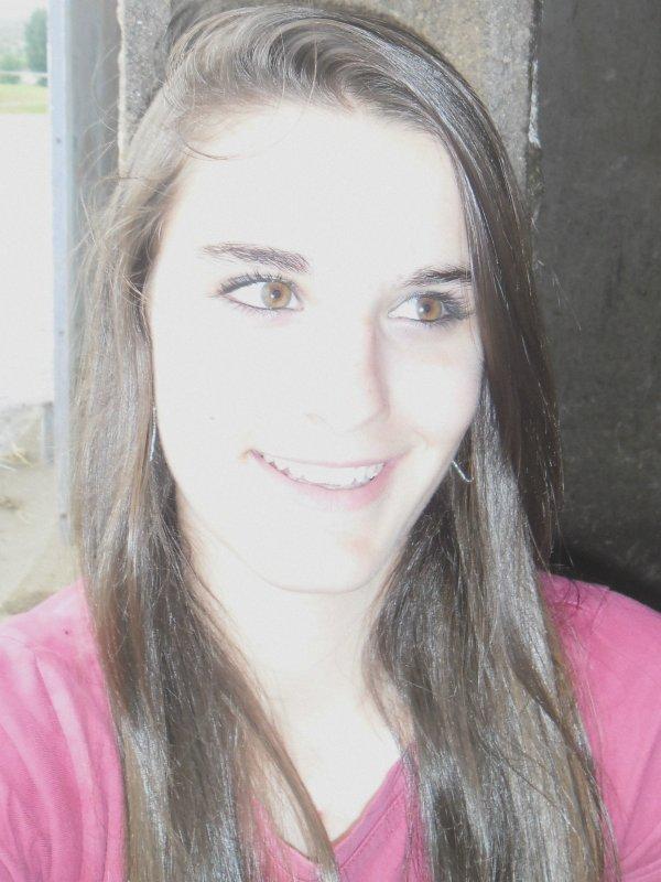 , Je suis une fille compliquée mais il est facile de me rendre heureuse.