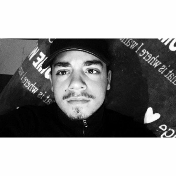 Marvin , 22 ans . Portugais. Skyblog Fini.