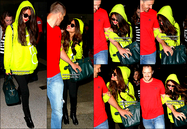 "10/07/13 - Flashy Selly très complice avec son beau-père Brian arrivant à l'aéroport de LAX. CET ARTICLE : Photos persos de Vanessa postée sur son tumblr (+) Selena et Justin back ? (+) Photos de ""The Frozen Ground""."