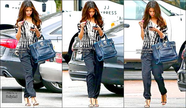 03/10/13 - Selena allant chercher un café avec sa mère à Los Angeles. Vos avis ? CET ARTICLE : Nouvelles sorties de Selena proche de ses amies et sa mère (+) Vanessa à une soirée avec Austin.
