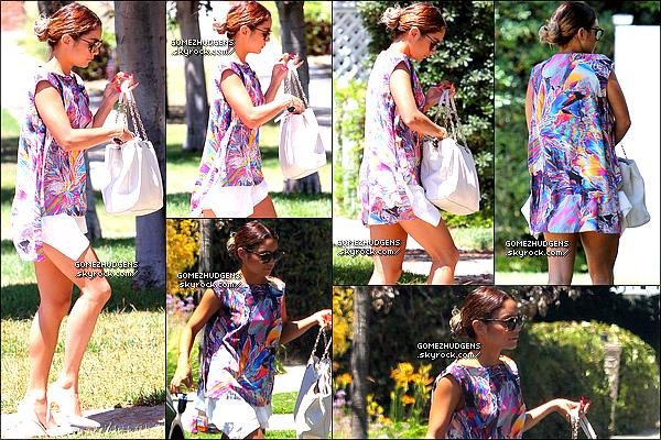 """05/07/14 - Vanessa est allée rendre visite à un ami dans West Hollywood. Vos avis ? CET ARTICLE : Vanessa de sortie (+) Nouvelle collection """"Dream Out Loud"""" (+) Stills & bande annonce de """"Behaving Badly""""."""