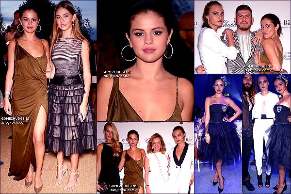 24/07/14 - Selena et Cara Delevingne arrivant à l'aéroport LAX après leur séjour en Europe. CET ARTICLE 100% SELENA : Selena et ses amis flânant sur la côte Française accompagnée de Cara Delevingne et Tommy Chiabara.