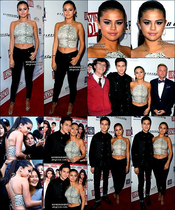 02/08/14 - Vanessa et sa soeur quittant leur cours de gym et chercher des boissons. CET ARTICLE : Selena de sortie professionnelle ou habituelle (+) Vanessa aux Young Hollywood Awards et en sortie.