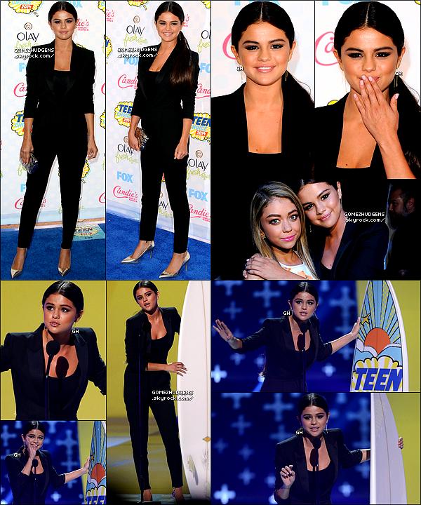 10/08/14 - Selena présente aux Teen Choice Awards 2014 pour une 16ème édition. CET ARTICLE : Selena et Vanessa beaucoup de sorties en ce début août. Un nouveau projet cinéma pour Selena ?