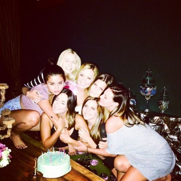 Petite soirée entres filles ! HEIN Selena Gomez ?