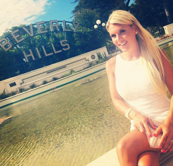 Amélie Neten, nous fait un petit coucou de Beverly Hills !